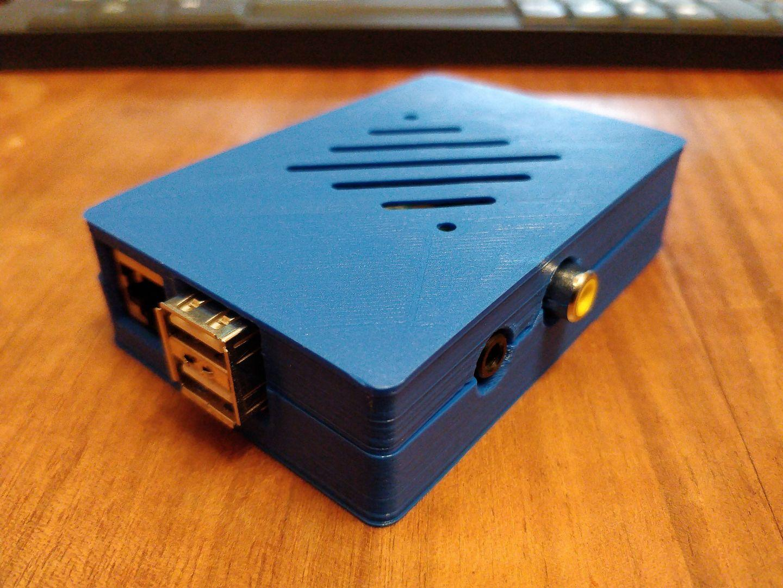 Premier boîtier imprimé pour un vieux RaspberryPi. C'est quand-même chouette de pouvoir se faire ça.  #raspberrypi #3d #dagoma